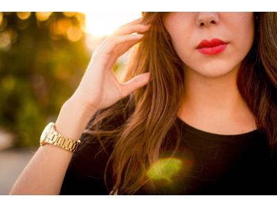 <Модные наручные женские часы